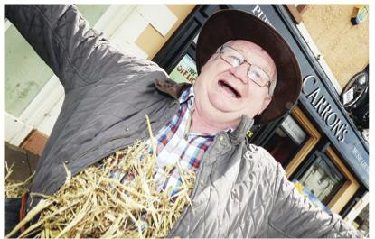 John 'Worzel Gummidge' Maguire getting ready for the Ederney Festival RMG01